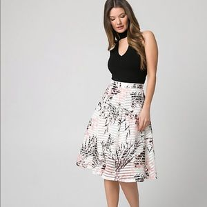 🎉3/$35 Le Chateau Floral Bonded Mesh Shadow Skirt